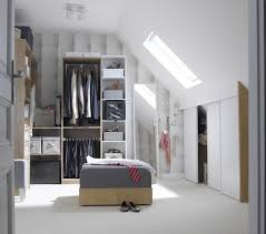 placard d angle chambre dressing rangement aménagement étagères portes de placards