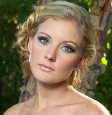 wedding makeup tips for blue e brides with blond hair