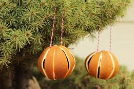 How To Decorate Christmas Balls Ornaments How To Dry Whole Oranges For Christmas Tree Ornaments