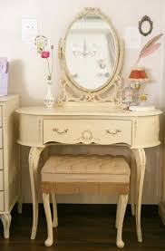 Vintage Vanity Table Best 25 Vanity Table Vintage Ideas On Pinterest Vintage Vanity