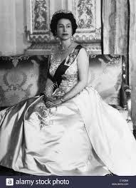 british royalty queen elizabeth ii of england buckingham palace