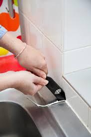 changer evier cuisine changer le joint d un évier de cuisine diy family