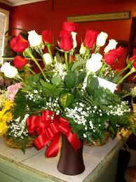 2 dozen roses 2 dozen and white mixed roses