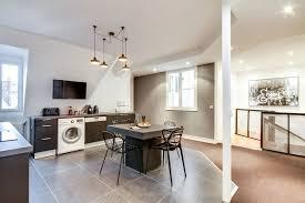 cuisine et vie sol mélanger les revêtements pour plus de style côté maison