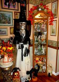 33 best scary halloween decorations ideas pictures scary halloween skull in white color wear black hat wooden classy