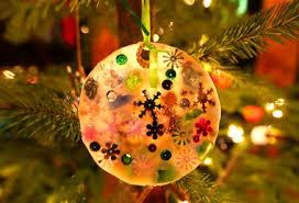 frugal plastic lid mold glue ornaments via trash