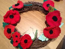how to make a knitted or crochet poppy wreath