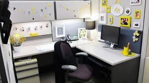cubicle decorations office desk decorations best 25 work decor ideas on pinterest
