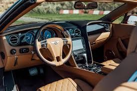 bentley van auto review de bentley continental gtc w12 is een flaunter van