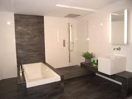 bodenfliesen für badezimmer bad fliesen holzoptik schwarz angenehm on moderne deko ideen plus