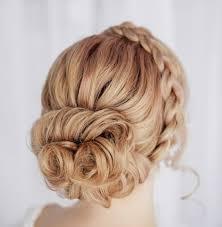 Frisuren Mittellange Haare Dutt by Zopf Als Haarreif Dutt Hinten Eine Stufenfrisur Bridal