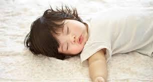 mama dormida mientras que su hijo se la coge reducir el riesgo del síndrome de muerte súbita del bebé smsl
