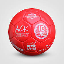 Ewe K Hen 32 Panel Fussball Werbebälle Von Sportpaint Echte Marketing