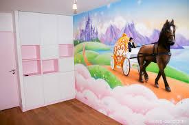 fresque chambre fille fresque féérique de princesse dans la chambre d une fille