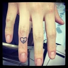 finger tattoo peace heart peace tattoo on finger tattoo pinterest peace tattoos