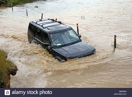 land rover discovery 3 off road land rover discovery 3 crossing water registration number n709 ngp