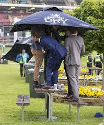 cox plate 2016 racegoers party in heavy rain at moonee valley