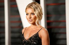 how does kelly ripa style her hair kelly ripa s complete style transformation from hot pink