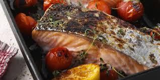 cuisiner du saumon au four saumon au four à la méditerranéenne recettes femme actuelle