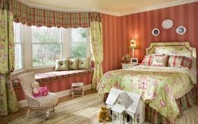 mur chambre ado design interieur déco chambre ado fille rayure verticale mur