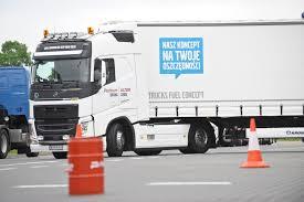 volvo trucks na wspólny projekt szkoły doskonalenia jazdy volvo trucks i orlen oil