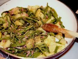 comment cuisiner des haricots verts recette poêlée complète haricots verts pdt lardons cuisinez poêlée
