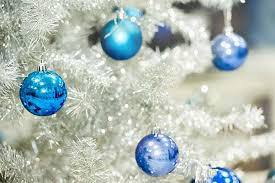 storing your artificial tree live uncluttered