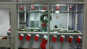 office 31 christmas decorations theme decorating doors front