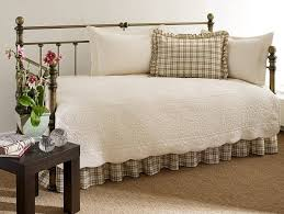 Daybed Covers And Pillows Bedroom Design Distinctive Bedroom Design Using Affordable Daybed