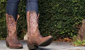 style guide wearing boots with jeans one country