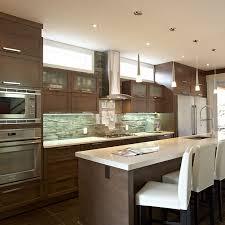 grand ilot de cuisine idée relooking cuisine armoire de cuisine contemporaine avec grand