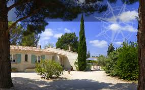 chambre d hotes alpilles guest rooms and guest table in the alpilles near les baux de