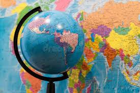 africa e asia mappa primo piano di un globo con l asia e l africa e una mappa di mondo