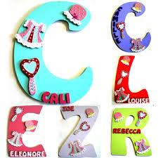 lettres pour chambre bébé lettre initiale prénom en bois pour fille décoration