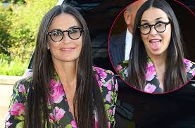 nude pics of demi moore pics demi moore makes wacky faces after losing front teeth