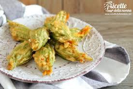 fiori di zucca fritti in pastella fiori di zucca in pastella ricette della nonna