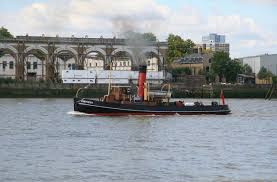 thames river boats dogs the river thames from the isle of dogs chris allen cc by sa 2 0