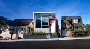 Modern Traditional House Dieser Residence As The Modern Intruder In A Traditional Neighborhood