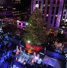 tree lighting rockefeller center lights up