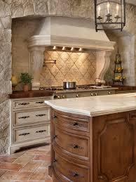 wohnideen terrakottafliesen mediterrane küchen mit küchenrückwand aus terrakottafliesen ideen
