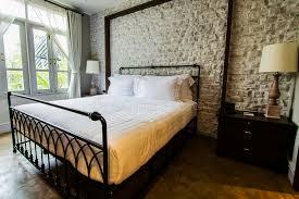 chambre à coucher style anglais grande chambre à coucher de style anglais de cagne photo stock