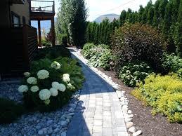 Walkway Garden Ideas Sidewalk Garden Design Garden Design Traditional Landscape Front