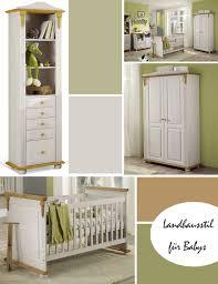 babyzimmer landhausstil rustikales babyzimmer mit schickem holz mobiliar kindgerechtes
