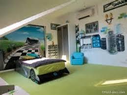 chambre enfant formule 1 chambre enfant formule 1 2 voitures d233coration graffiti