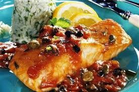 cuisiner pavé de saumon au four pavés de saumon aux tomates olives et riz