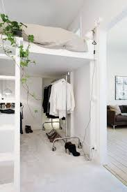 chambre adulte petit espace lit petit espace lit mezzanine et coin canap dans un