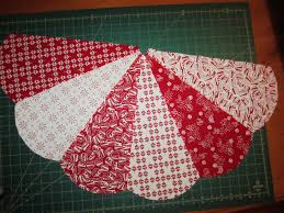 free easy christmas tree skirt patterns sunday u0027s quilts