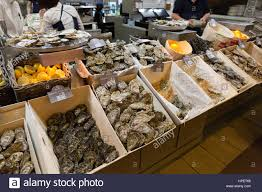 cours de cuisine halles de lyon oyster counter at les halles de lyon paul bocuse stock photo