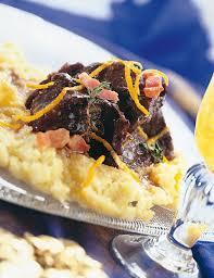 cuisiner du marcassin recette daube de marcassin polenta crémeuse aux noisettes