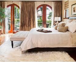 la chambre en espagnol décoration à la maison avec le tapis shaggy blanc tapis